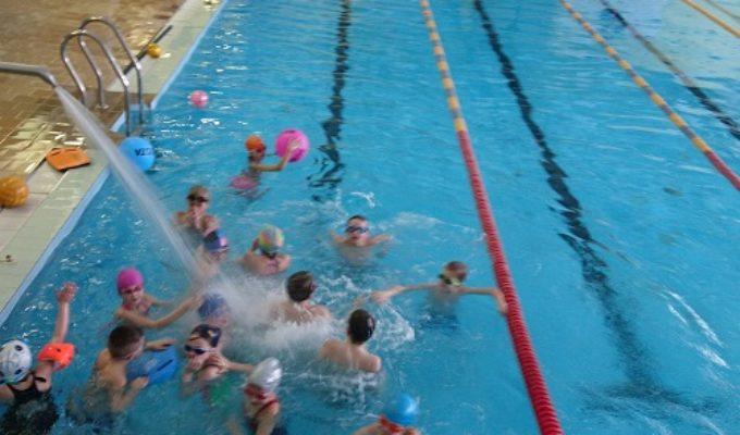 Antrokai baigė plaukimo programą